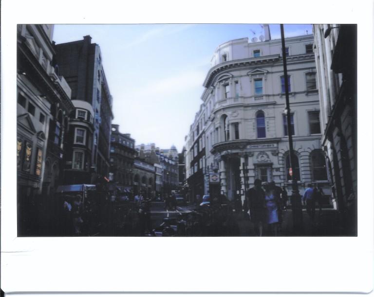 london-opera-pub-street